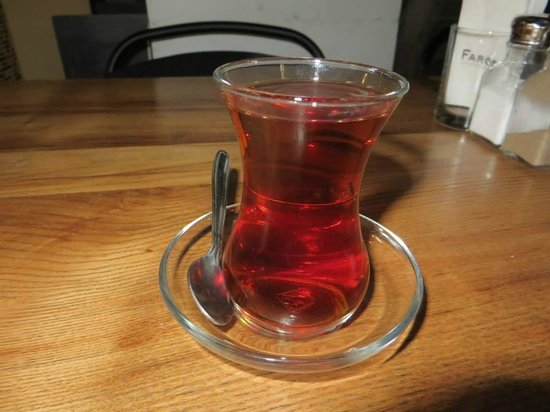 Faros Hotel Taksim: Turkish tea in the lobby