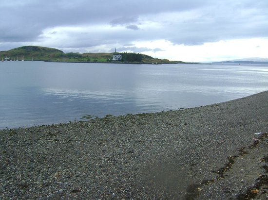 BEST WESTERN The Queens Hotel: View of Kerrera from outside hotel (Mull in far distance)