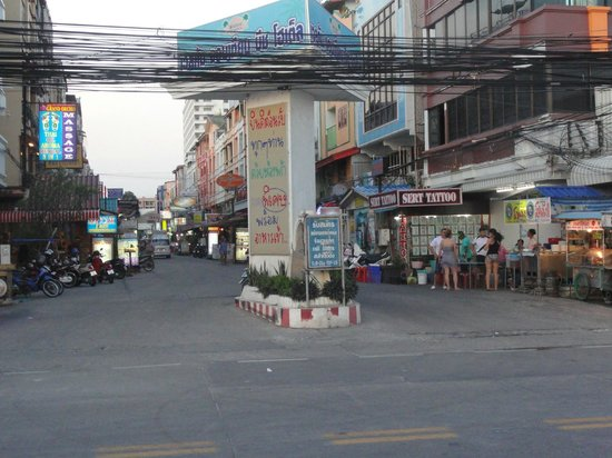Jomtien Beach : One for the streets with Bars, Restaurants, Shops opposite the Beach