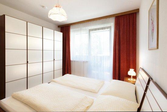Kanauf Appartements: Schlafzimmer Doppelbett
