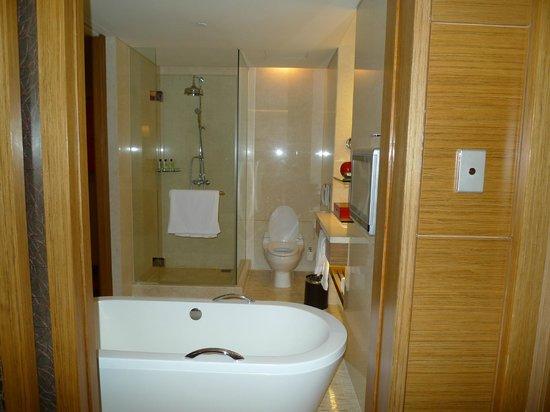 InterContinental Saigon Hotel: Bathroom