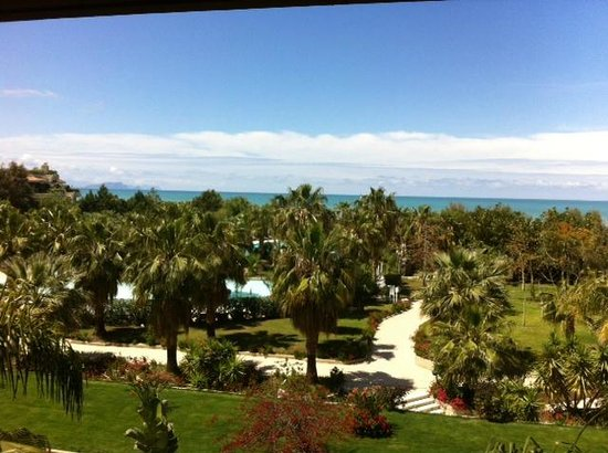 Acacia Resort Parco dei Leoni : A room with a view over the swimmingspool, gardens and the sea!