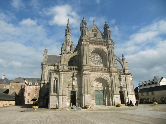 Sainte-Anne-d'Auray, France: La basilique