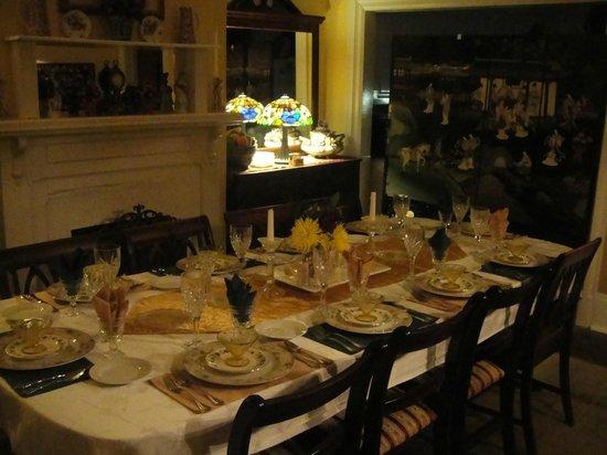 Park Avenue Manor: Breakfast table