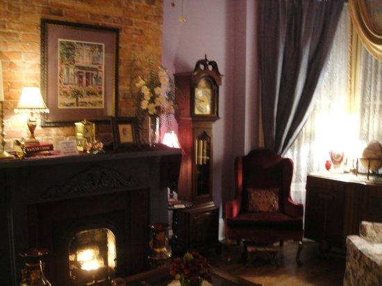 Park Avenue Manor: Lounge