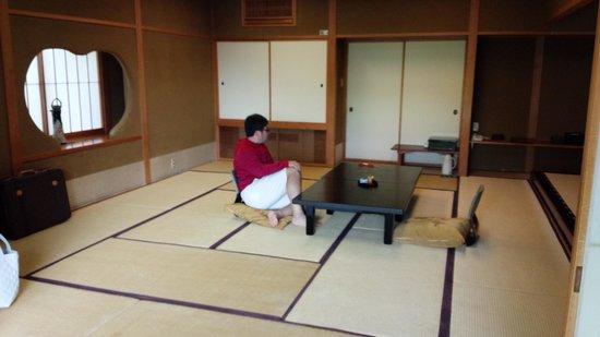 Momoyama : お部屋。広い!