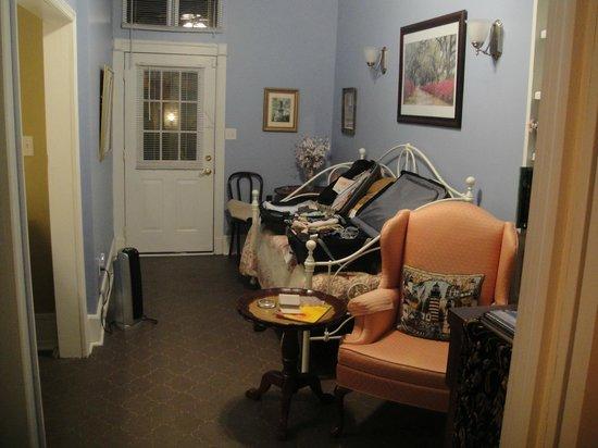 Park Avenue Manor: Den view from bedroom