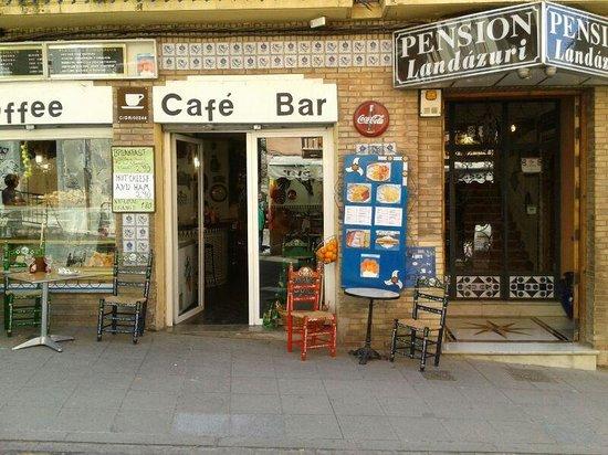 Pension Landazuri: Fachada