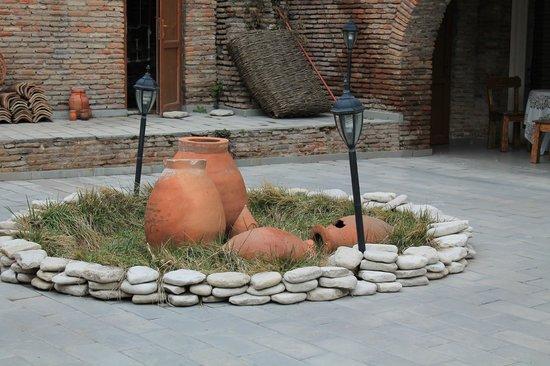 Signagi City Walls: Уютный дворик
