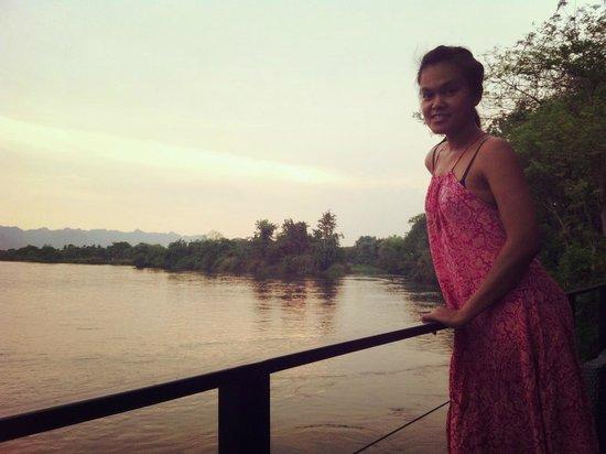 U Inchantree Kanchanaburi: The bank of the river at dawn.