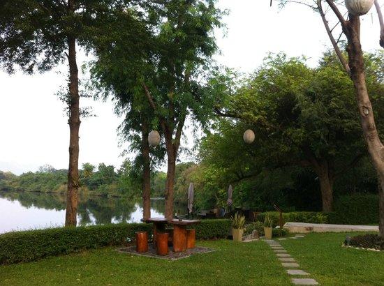 U Inchantree Kanchanaburi: Breakfast in the park is also your choice.