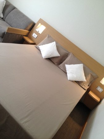 Living Place Hotel Room