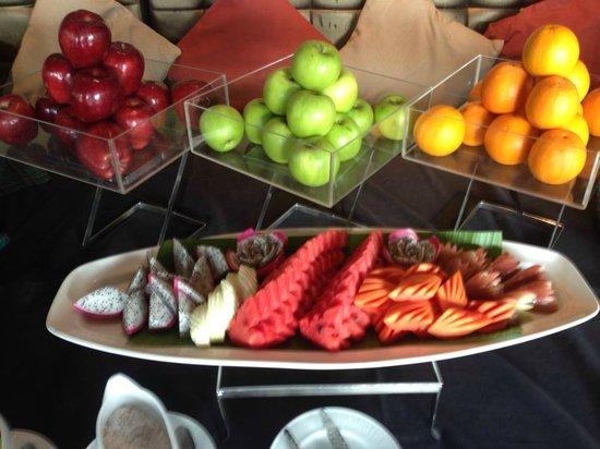 Pullman Phuket Panwa Beach Resort: Fruits at the breakfast
