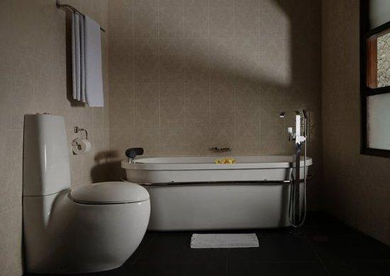 Bathroom Villa Mimpi Manis Bali