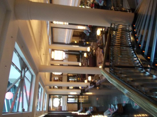 Corinthia Hotel St. Petersburg: шикарный холл