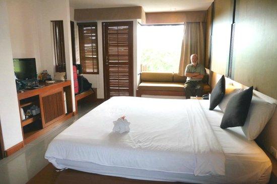 Peach Blossom Resort : Room 503 -large room  vast bed