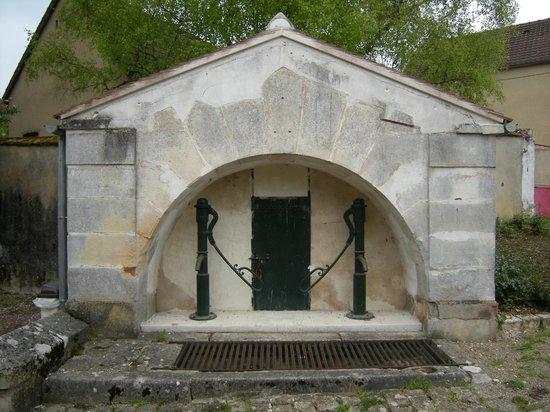Saint-Cyr-les-Colons, Francia: rue de la fontaine