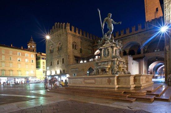 Living Place Hotel : Piazza Nettuno a Bologna