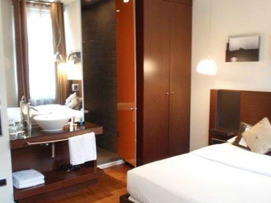 987 Design Prague Hotel: room