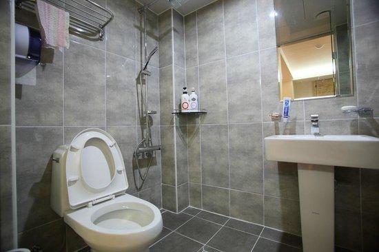 Hotel Mido : Bathroom for standard room