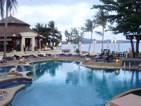 Pavilion Samui Villas & Resort : Hotel pool , early evening