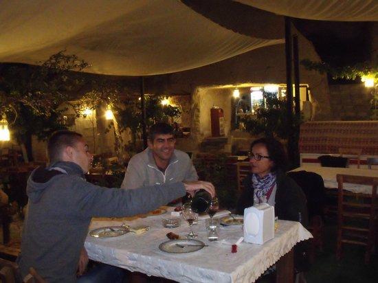 SOS Cave Hotel: Repas avec le boss