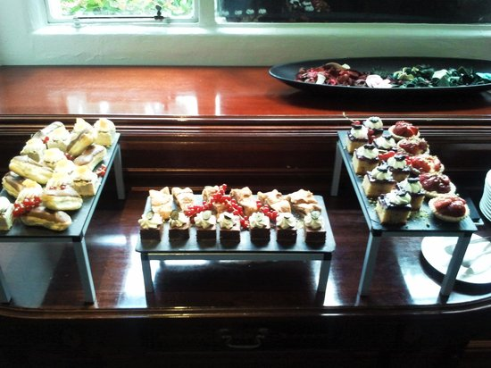 Melia White House: Selection of pastries The Level