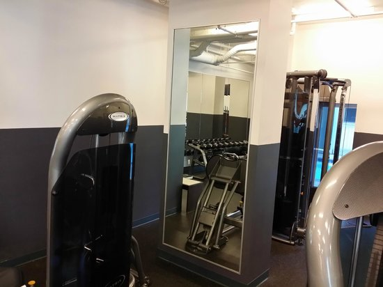 Coast Coal Harbour Hotel: Gym part 4
