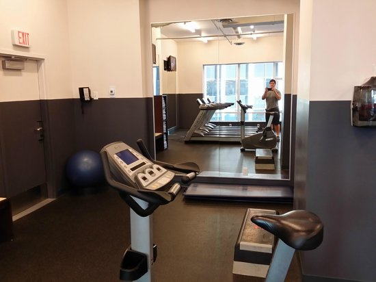 Coast Coal Harbour Hotel by APA: Nice gym