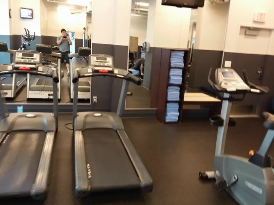 Coast Coal Harbour Hotel: Gym part 2