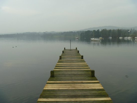 Waterhead Hotel: The lake