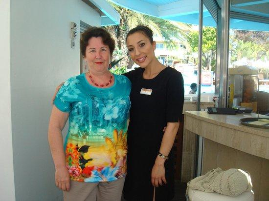 Mediterranean Beach Hotel: Я с гречанкой Марией в кафе-мороженом