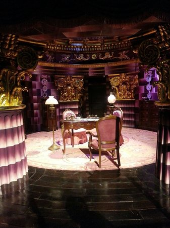 Warner Bros. Studio Tour London - The Making of Harry Potter: Umbridge's office