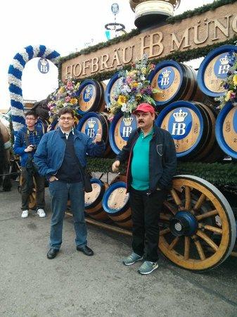 Theresienwiese: Oktoberfest 2013 in front of Hofbrau horse-cart