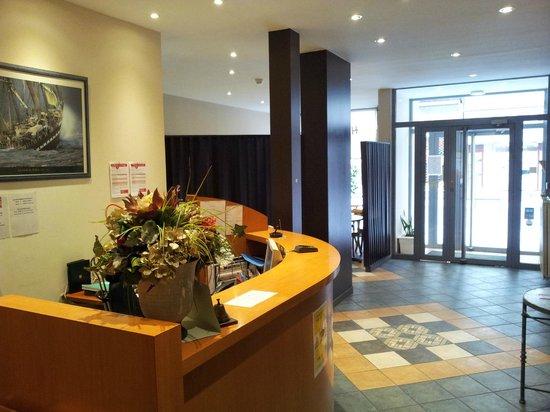 Hotel d'Azur : Accueil reception