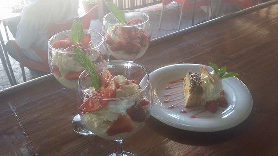 Venta Restaurante Los Pedregales: Copa de Fresas con Nata