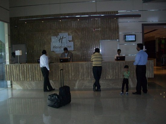 Holiday Inn Cochin: Reception Counter