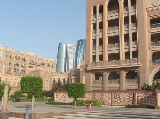Emirates Palace : around the palace