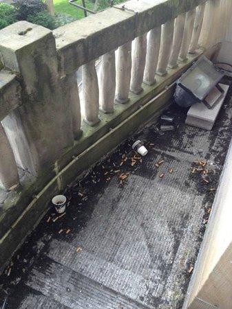 Ibis Styles Metz Centre Gare : Encore la terrasse, j'ai vraiment du mal à l'accepter ! mais mettez donc à disposition un cendri