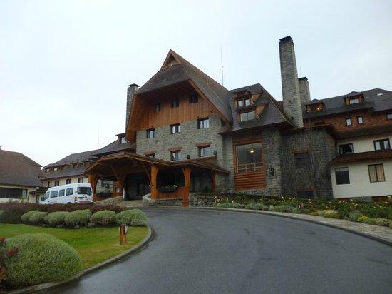 Llao Llao Hotel and Resort, Golf-Spa : vista de la entrada principal