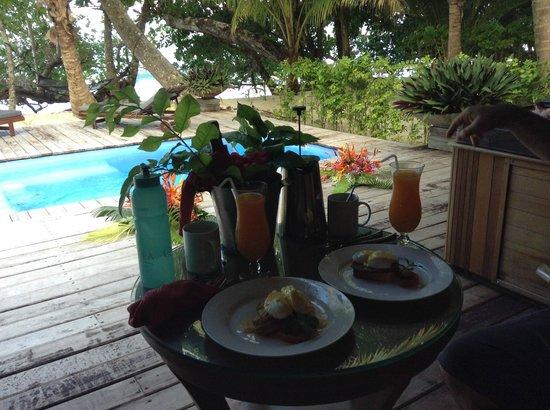 Qamea Resort And Spa Fiji : wedding day breakfast delivered!