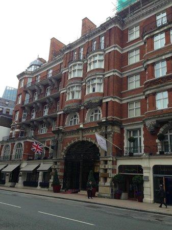 St. James' Court, A Taj Hotel : Entrance