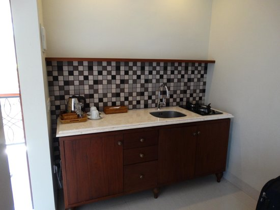Seminyak Lagoon All Suites: Kitchen