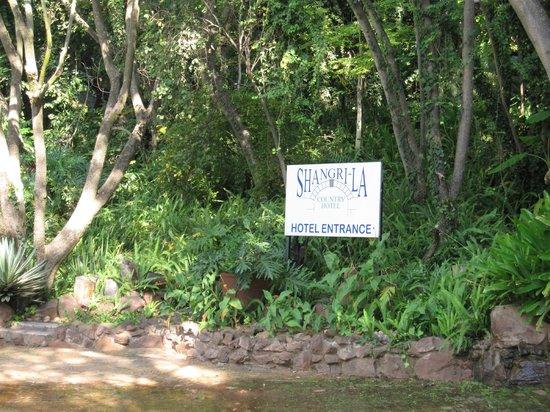 Shangri-La Country Hotel & Spa: Garden
