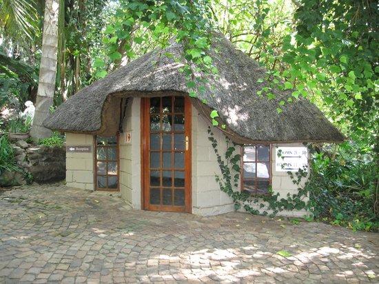 Shangri-La Country Hotel & Spa: Entrance