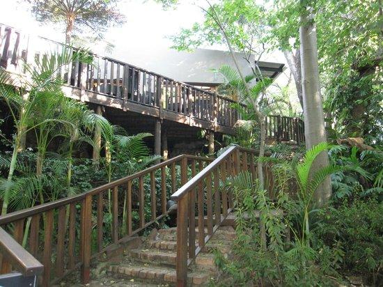 Shangri-La Country Hotel & Spa: Deck