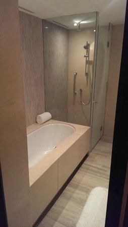 New World Shanghai Hotel : Bathroom
