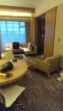 New World Shanghai Hotel : Living Room