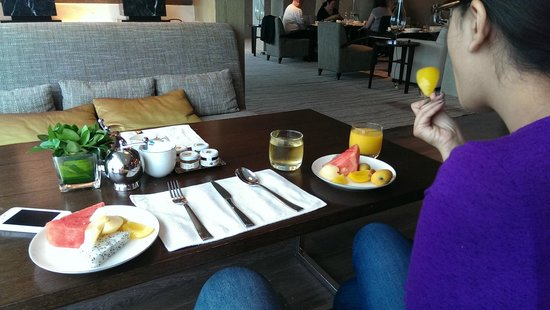 New World Shanghai Hotel: Lounge on the 38th Floor. Breakfast