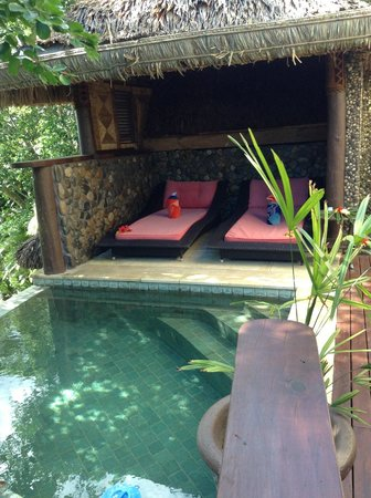 Nanuku Auberge Resort: Cosy spots to relax by the pool. Just for us!